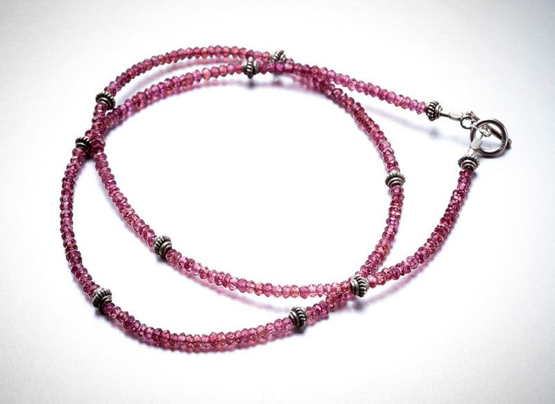 hr-necklace-garnet-string2v2
