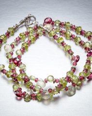 hr-necklace-peridot-garnet-string2